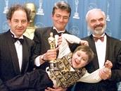 Oscara za nejlepší neanglicky mluvený film v roce 1997 převzali producent Eric...