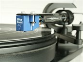 Gramofon neumožňuje bezpečné přeskakování skladeb, stranu desky tedy posluchač zpravidla poslechl celou. Vinyl se nyní stává opět oblíbeným médiem, stále častěji se lisují i hudební novinky.