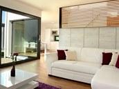 Obývací část může být oddělena od kuchyně příčkou.