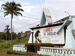 Továrna na čokoládu na okraji města Baracoa nese jméno Ernesta Che Guevary.