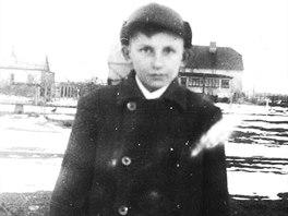 Asi desetiletý Zdeněk Doubek z Hradce Králové na konci druhé světové války.