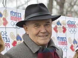 Autor Čtyřlístku Jaroslav Němeček slavil na Letné sedmdesátiny. Jeho svěřenci
