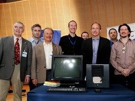 """Původní """"parta"""" z CERNu, která se podílela na vývoji WWW. Zleva: Robert..."""