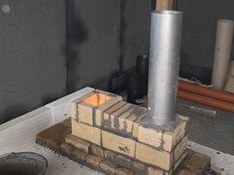Raketová kamna - konstrukce jádra - vnitřní komín a spalovací komora ze šamotových cihel
