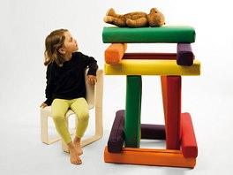 Koncept dětská židle a stavebnice, který vznikl na pražské Umprum jako