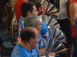 Zvony jsou součástí bicí sekce, která čítá často až 300 členů a umí to pěkně