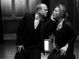 Lenka Krobotov� a David Novotn� b�hem zkou�ky hry Kafka'24 (17. �nora 2014)