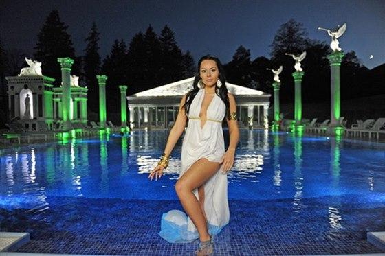 Rekreační / plavecký bazén 25 m dlouhý bazén s teplotou vody 26-28°C situovaný...
