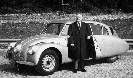 Tatra 87 a Hans Ledwinka. Snímek byl pořízen roku 1967 v Mnichově.