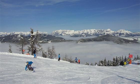 SNĚHU JE DOST. I v březnu je ve vysokých polohách nad Flachau dostatek sněhu,...