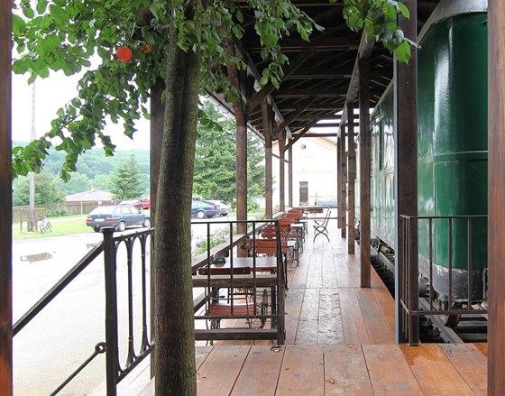 Stará nádraží mají své nezaměnitelné kouzlo i půvab.