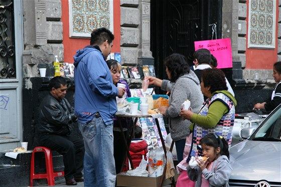 Jídlo je velká vášeň a občas to vypadá, že se Mexičané stále něčím cpou.