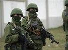 Ozbrojenci, kteří obsadili Krym, mají ve výzbroji i odstřelovací pušky.