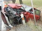 Havarovaná Škoda Fabia skončila v příkopu. (4. 3. 2014)
