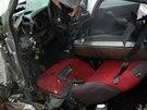 Pohled do kabiny zdemolovaného Fiatu Brava. (4. 3. 2014)