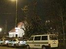 Opilý bezdomovec zapálil na pražské Výtoni desetimetrový smrk (3.3.2014)