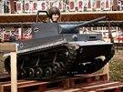 Replika tanku se symbolem Hitlerovy armády na Matějské pouti v Praze. Majitel...