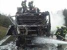 Požár kabiny kamionu, který na 183. kilometru D1 ve směru na Prahu zastavil...