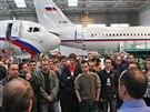 Zaměstnanci společnosti Job Air Technics na čtvrtečním mítinku s vedením firmy...