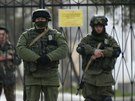 Ru�t� voj�ci ve vesnici Prevalnoje nedaleko krymsk�ho Simferopolu (4. b�ezna...