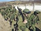 Jednotka ruských vojáků v Perevalném nedaleko hlavního města Krymu Simferopolu...
