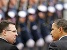 Jindřich Forejt provází amerického prezidenta Baracka Obamu k letadlu Air Force...