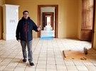 Kastelán Radomír Přibyla prochází poslední částí rekonstruovaného Bílého zámku...