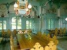 Z nádherné jídelny s malbami MIkoláše Alše toho mnoho nezůstalo.