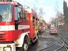 Oheň zachvátil budovu staré školky.