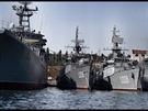 Černomořská flotila kotvící v Sevastopolu v roce 2007.