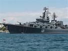 Vlajkovou lod� a nejsiln�j�� jednotkou je k�i�n�k Moskva, mohutn� plavidlo o...