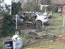 Sportovní subaru prorazilo plot a skončilo ve zdi rodinného domu. Spolujezdec...