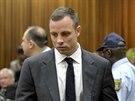�estin�sobn� paralympijsk� v�t�z Oscar Pistorius dorazil na zah�jen� soudn�ho...