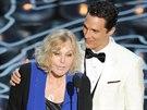 Kim Novakov� a Matthewem McConaughey vyhla�ovali Oscara pro nejlep�� animovan�...