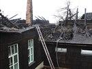 Smutný pohled. Po nočním požáru byl Libušín v pondělí dopoledne ve velmi...