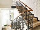 Rekonstrukce zachovala originální prvky schodiště včetně zábradlí a dlažby. Na