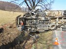 S nákladním autem se utrhla krajnice a vůz se dostal do smyku. Poté narazil do...