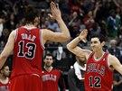 Joakim Noah a Kirk Hinrich z Chicaga