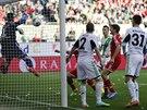 A UŽ JE TAM! Thomas Müller z Bayernu Mnichov (druhý zprava) už zvedá ruku na...