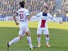 Zlatan Ibrahimovic z Paris St. Germain (vlevo) se střelecky prosadil proti...