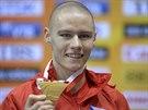 ZLATO. Pavel Maslák se chlubí zlatou medailí za triumf v běhu na 400 metrů.