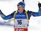 Björn Ferry slaví triumf na závodě SP s hromadným startem na 15 kilometrů v...