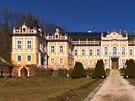 Zámek Nové hrady je díky novým majitelům nově zrekonstruovaný a areál zámku,