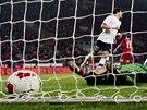 POKOŘENÝ. Brankář Petr Čech dostal od Norů dva góly, ten druhý šel na jeho vrub.