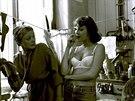 Jana Brejchov� a Zlata Adamovsk� ve filmu Mlad� mu� a b�l� velryba (1978)