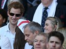 Princ Harry a Cressida Bonasov� na ragbyov�m z�pase (Lond�n, 9. b�ezna 2014)