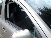Vloupání do vozidla na parkovi�ti u uherskobrodského h�bitova.