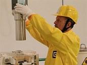 Vým�na palivových kazet v Jaderné elektrárn� Dukovany.