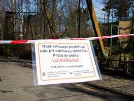 Aby měl orlosupí pár klid na odchov, uzavřeli chovatelé část zoo kolem voliéry.