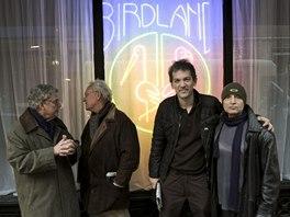 Zleva: Charlie Haden,  Lee Konitz, Brad Mehldau, Paul Motian před klubem